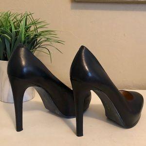 Gianni Bini black leather pumps